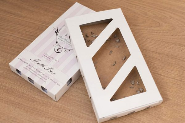 Moth box to stop the clothes moth lifecycle
