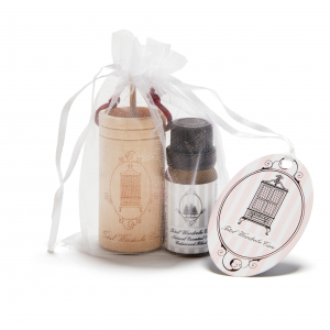 cedarwood oil and wooden diffuser cup gift set in organza bag
